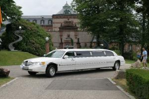 Lincoln Town Car Stretchlimousine in weiß